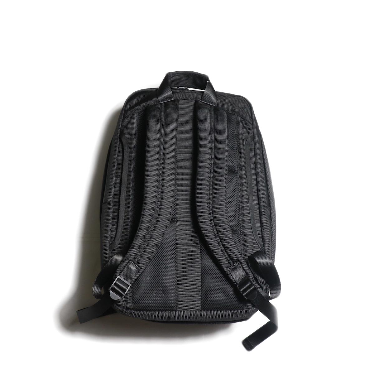 UNIVERSAL PRODUCTS / NEW UTILITY BAG (Black)背面