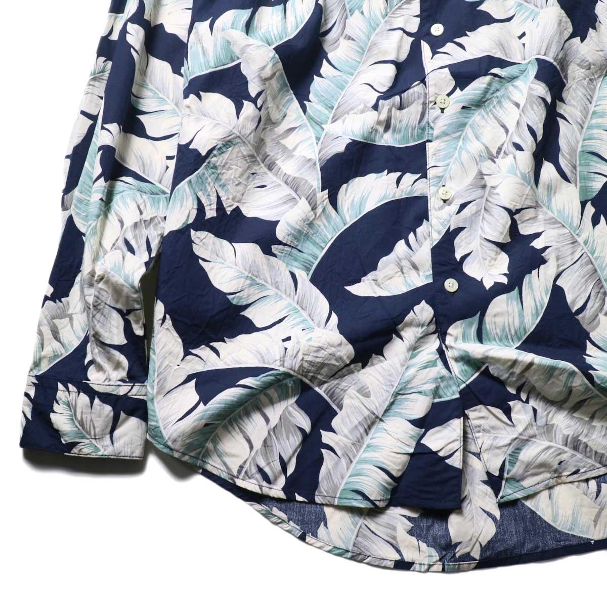 AiE / Painter Shirt - Hawaiian Print (navy)袖、裾