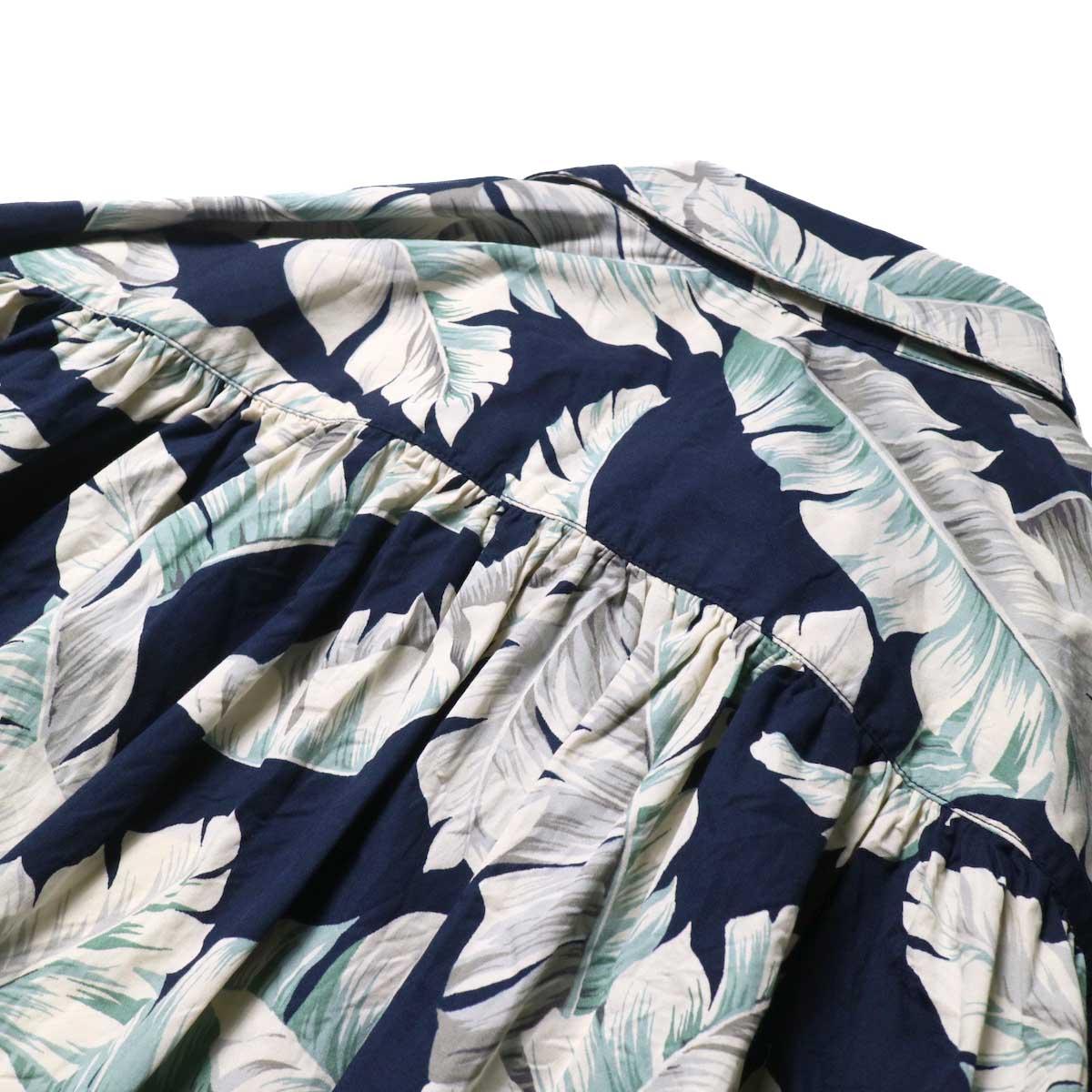 AiE / Painter Shirt - Hawaiian Print (navy)背面ギャザー