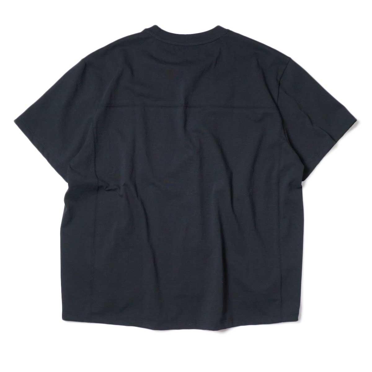 alvana / Protect Football S/S Tee (Black)背面