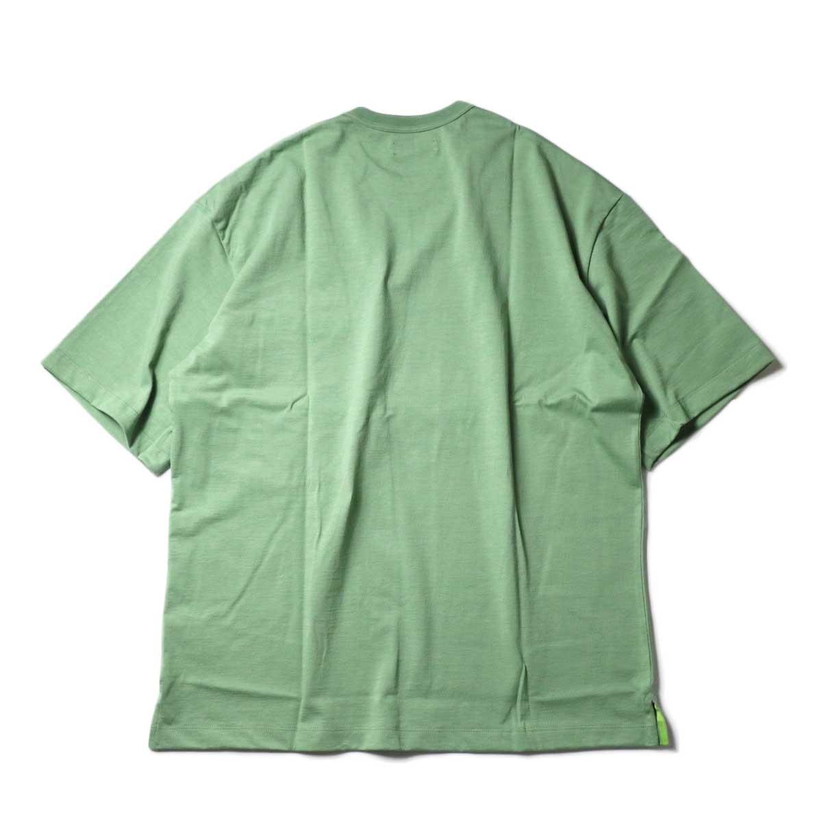 alvana / Tanguis Wide Pocket Tee (Forest Green)背面