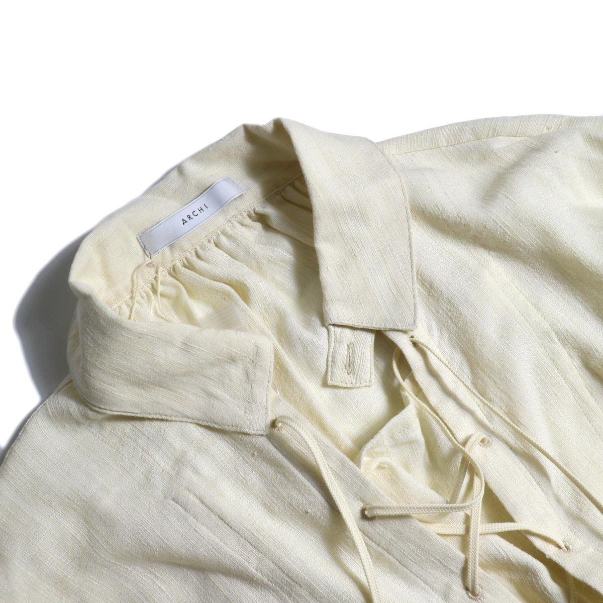 ARCHI / ANISE BLOUSE (natural) フロント