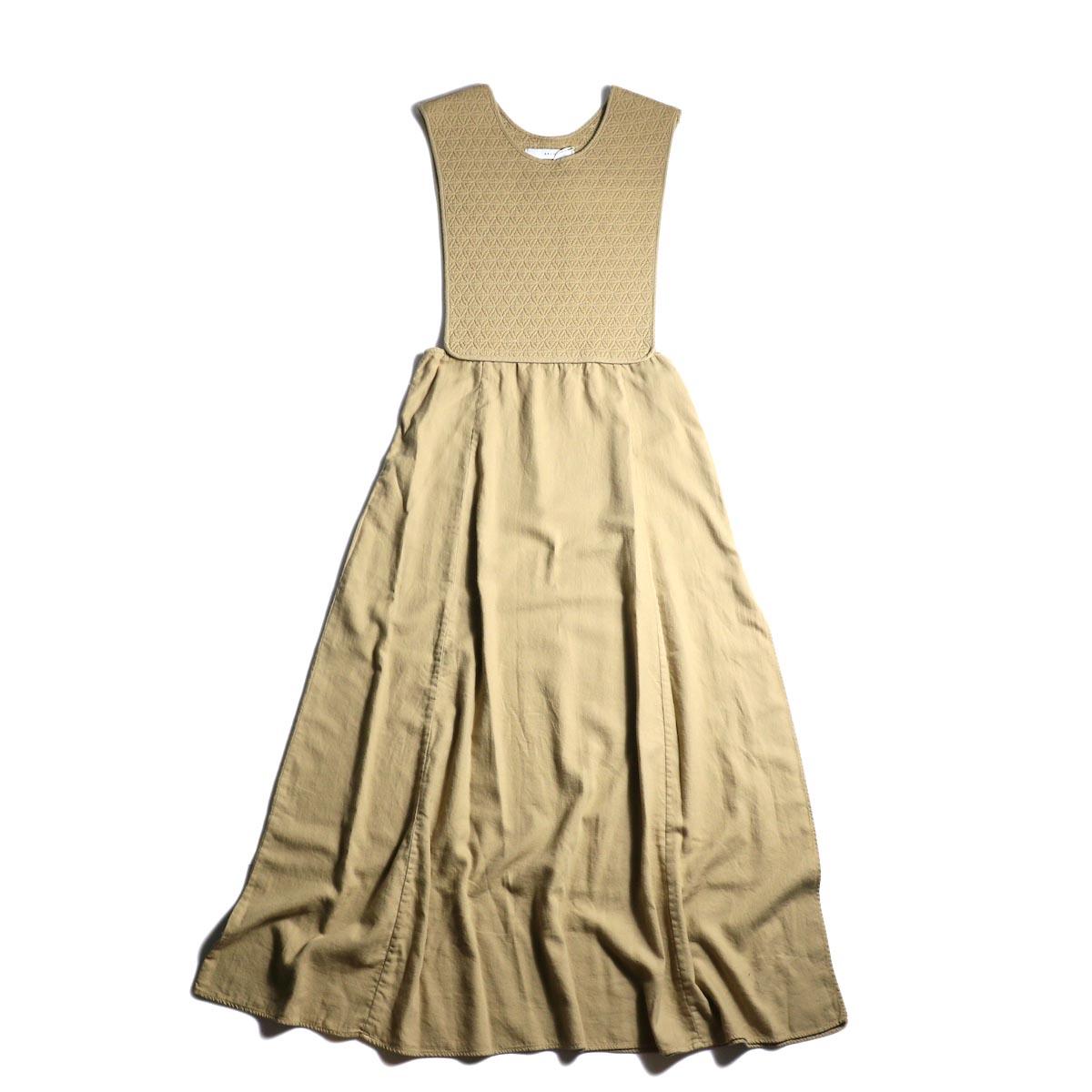 ARCHI / SKIMIA QUILT DRESS (beige) 正面