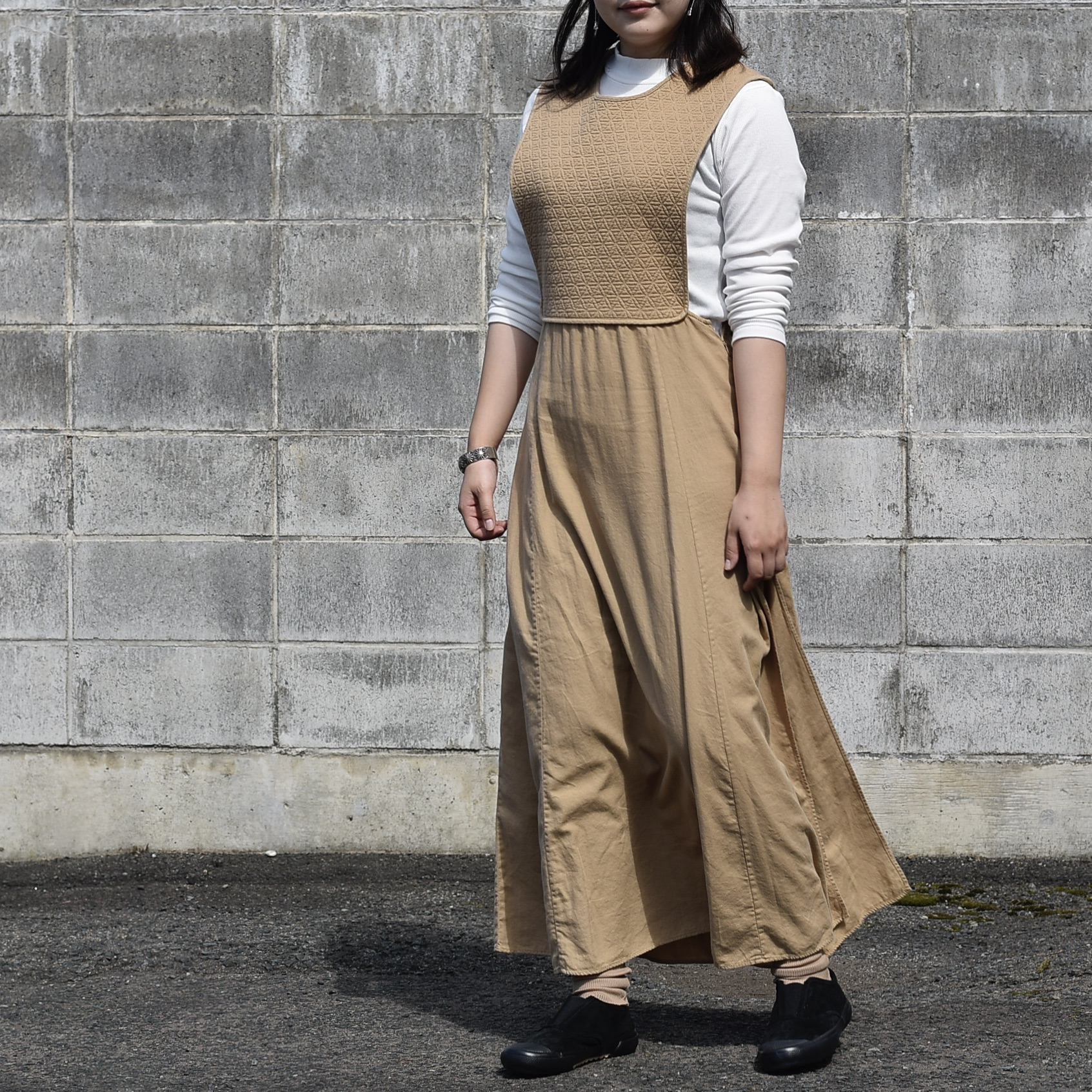 ARCHI / SKIMIA QUILT DRESS (beige) 着用(身長160cm)