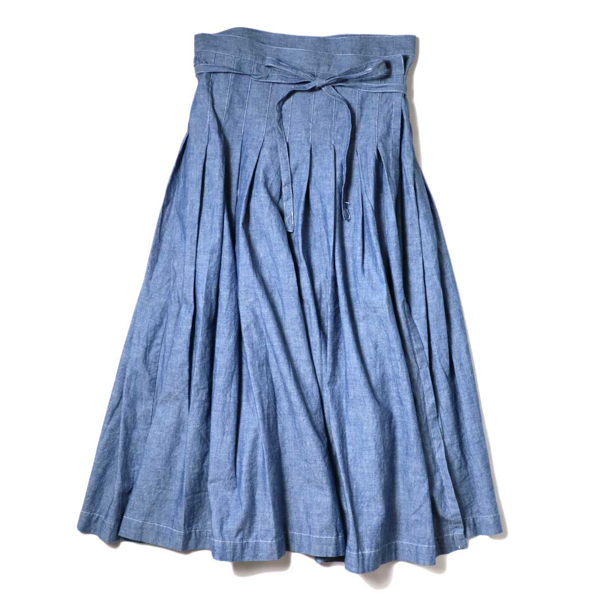 ARMEN / Pleated Wrap Skirt (Blue Chambray) 正面