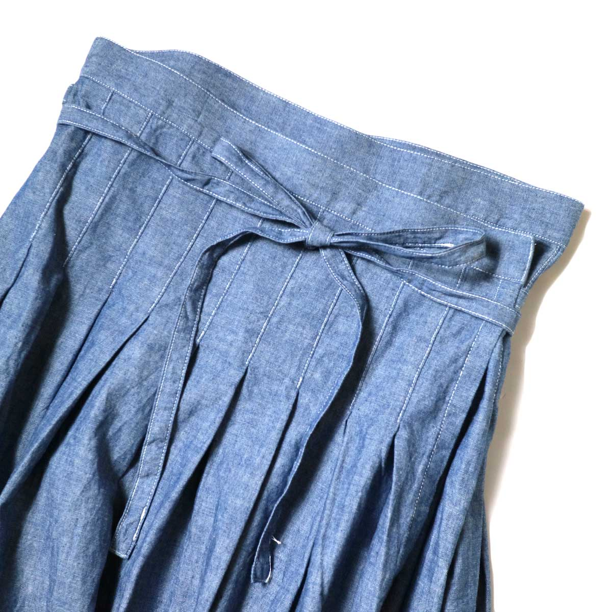 ARMEN / Pleated Wrap Skirt (Blue Chambray) ウエストアップ①