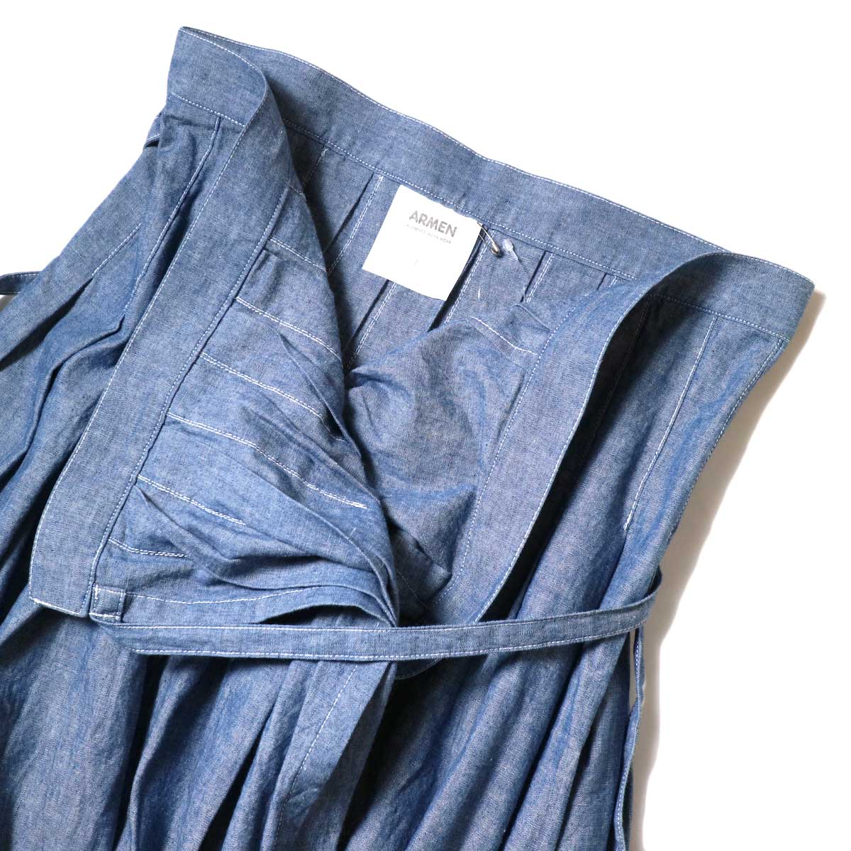 ARMEN / Pleated Wrap Skirt (Blue Chambray) ウエストアップ②