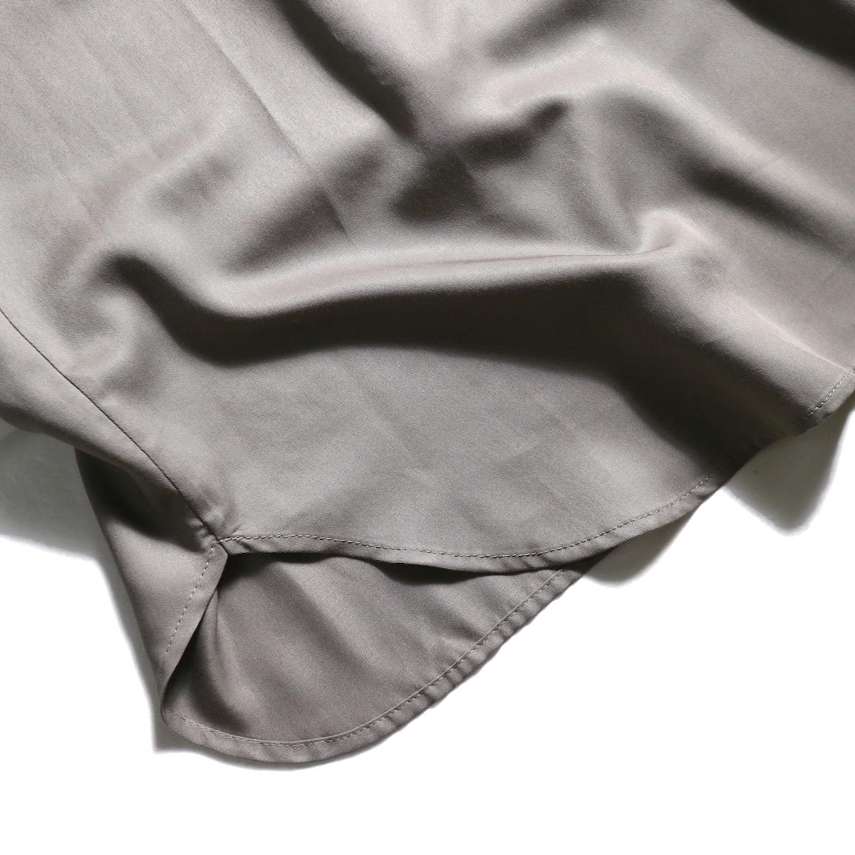 BLUEBIRD BOULEVARD / ソフトツイルシャツドレス (Taupe)裾