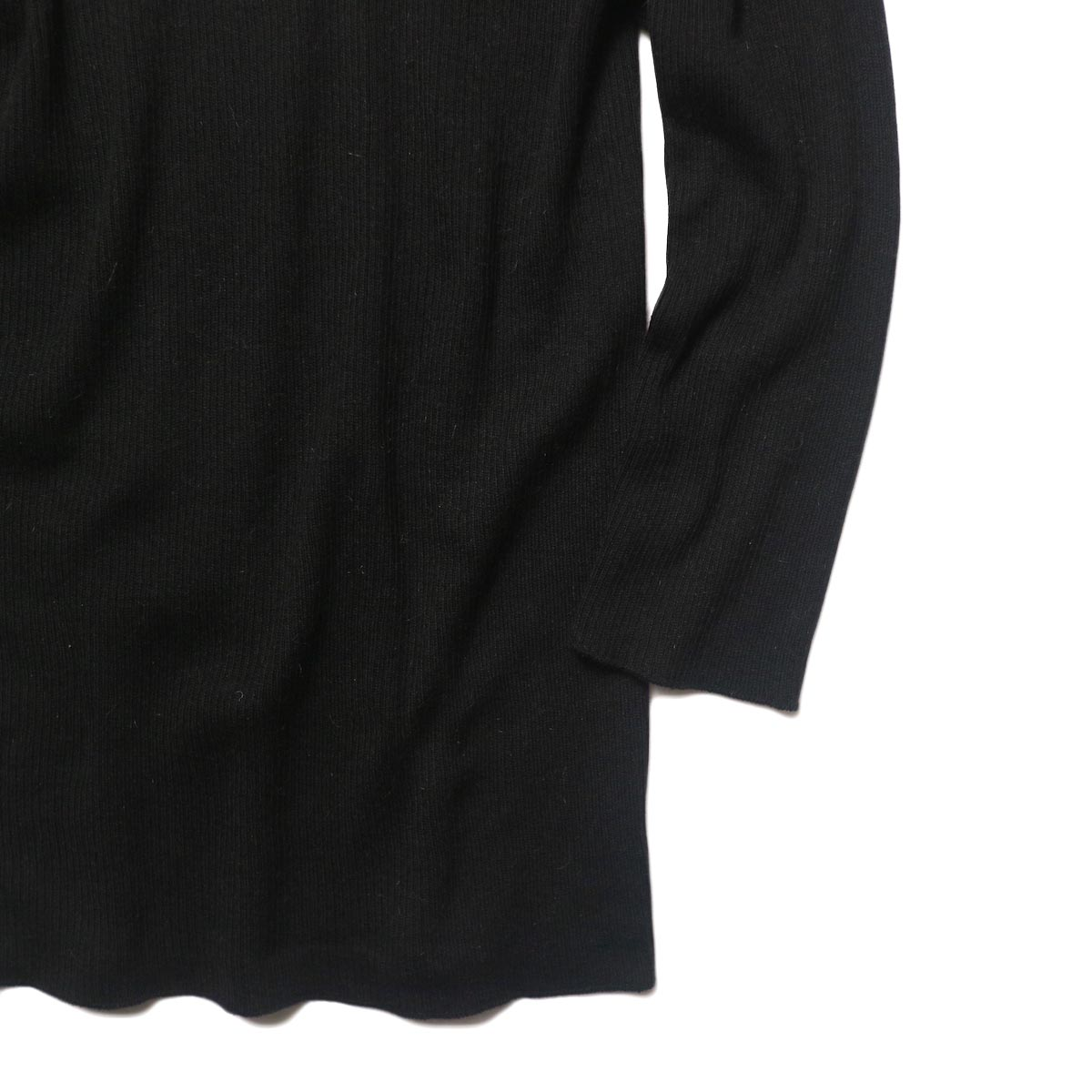 BLUEBIRD BOULEVARD Cotton & Angora Wide Turtleneck Sweater (black) 袖・裾