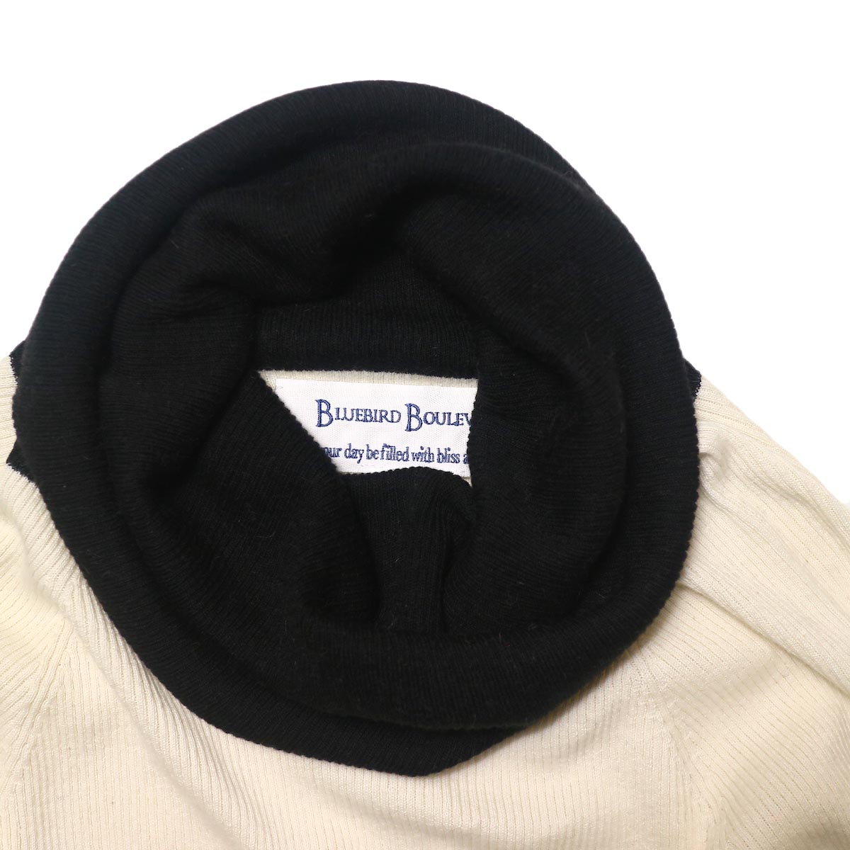 BLUEBIRD BOULEVARD Cotton & Angora Wide Turtleneck Sweater (white) ネック部分