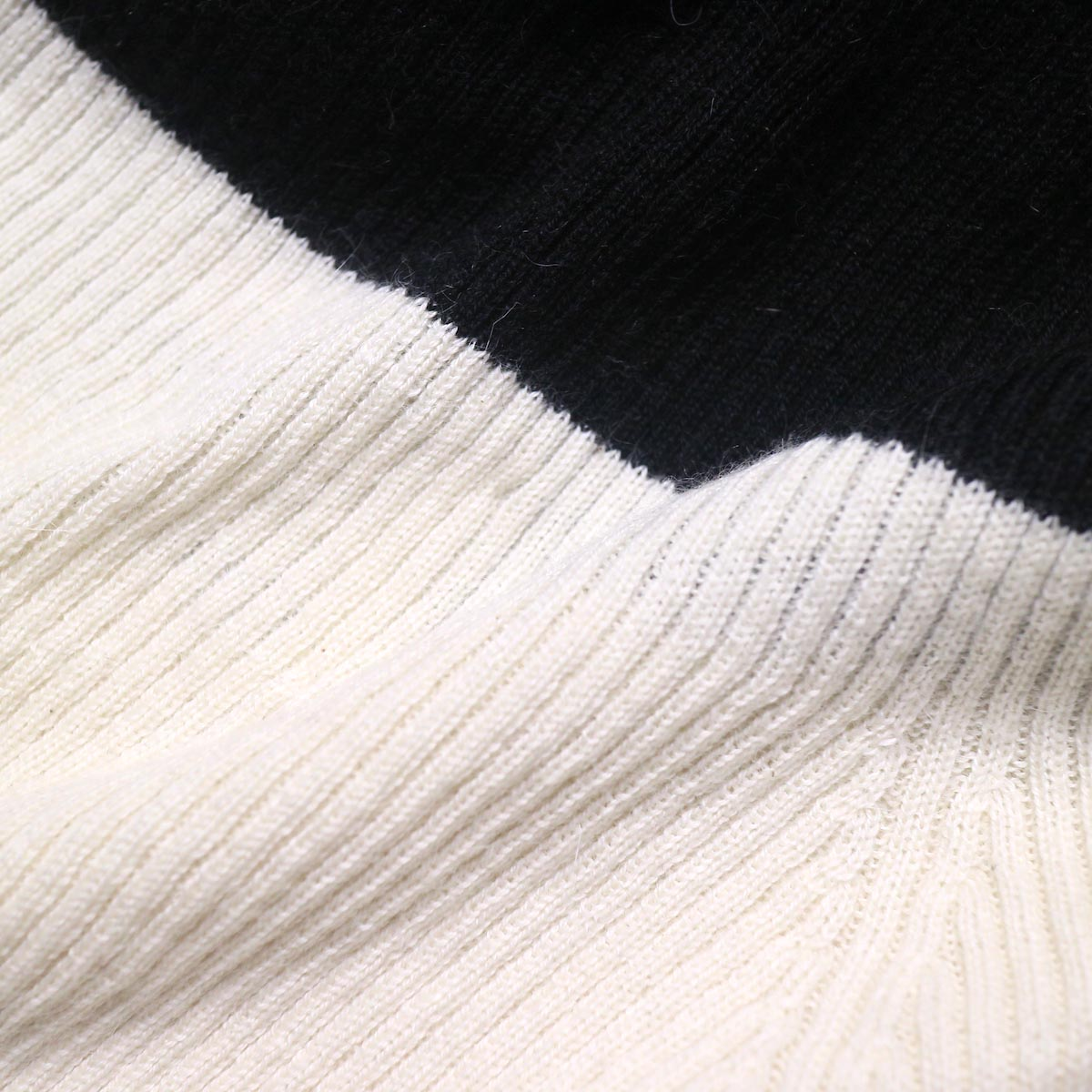 BLUEBIRD BOULEVARD Cotton & Angora Wide Turtleneck Sweater (white) 生地切替