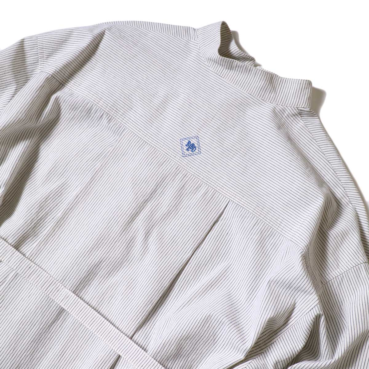 BLUEBIRD BOULEVARD / ブストライプダブルワッシャーシャツドレス (Ivory×Black) 背面アップ