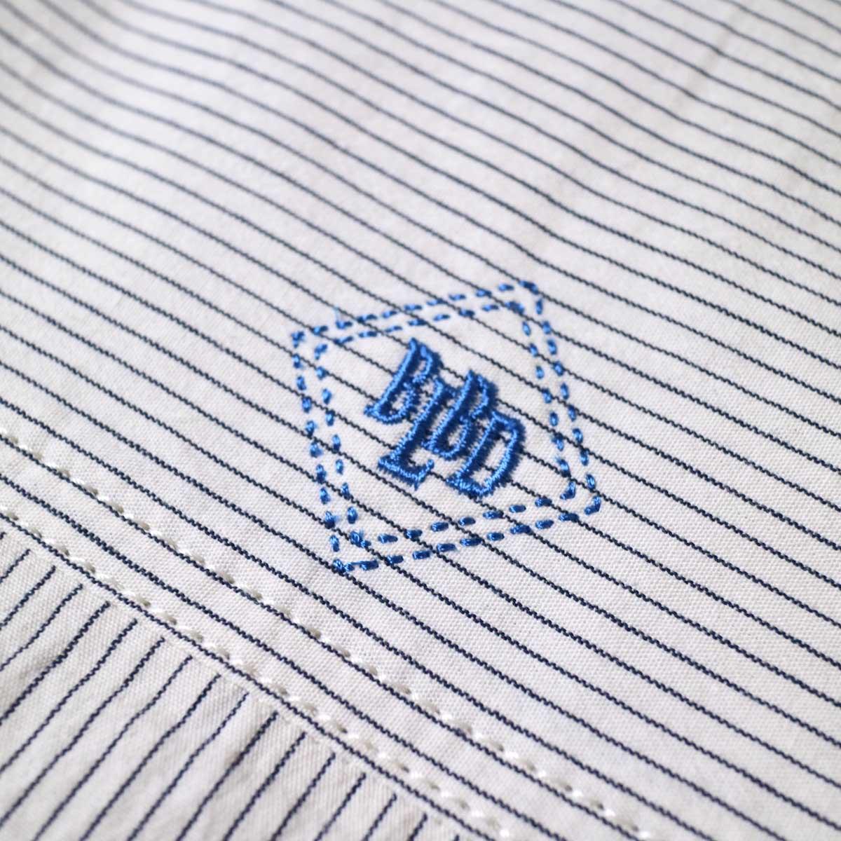 BLUEBIRD BOULEVARD / ブストライプダブルワッシャーシャツドレス (Ivory×Black) 背面ロゴ