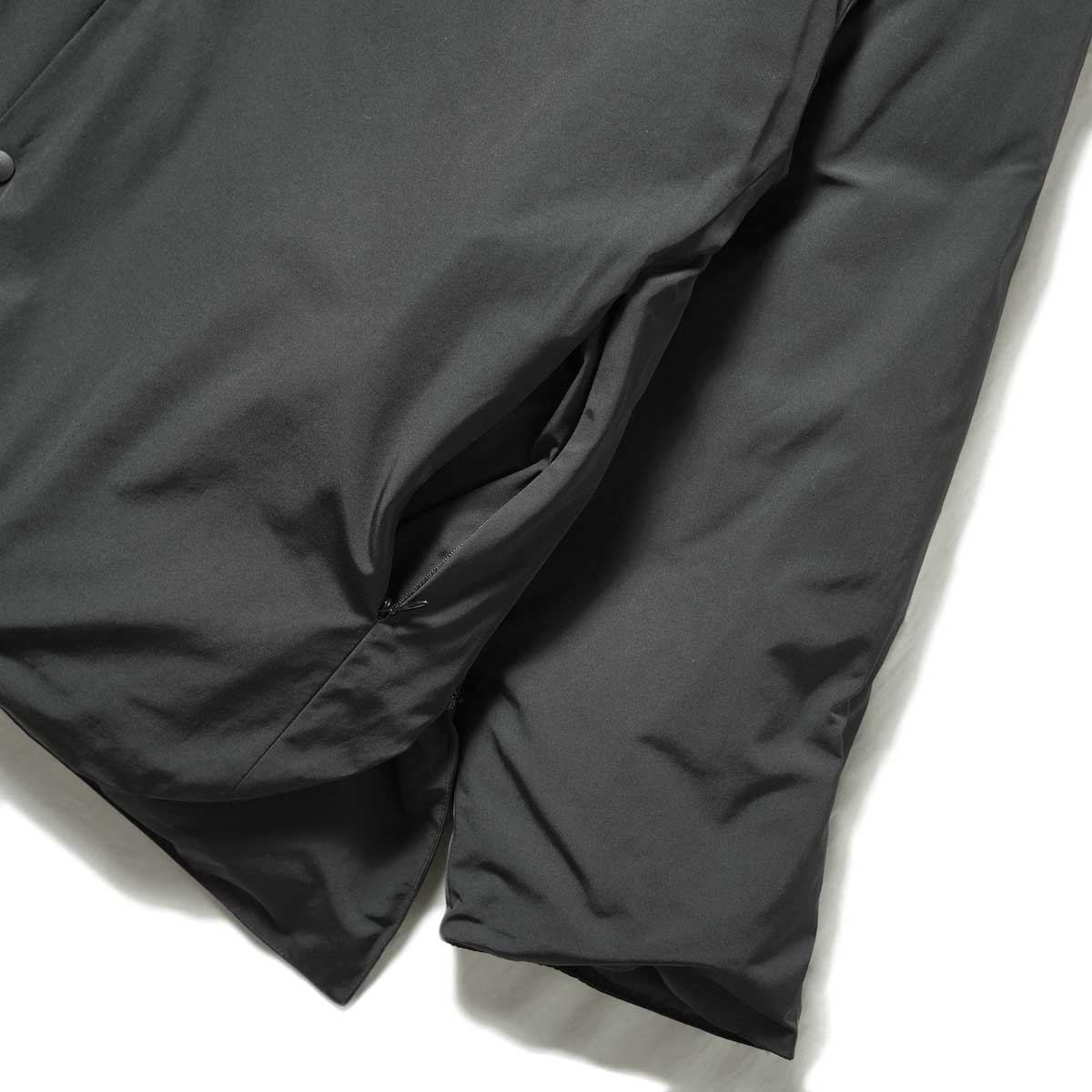 blurhms / Stand-up Collar Down Jacket (Black) 袖・裾・ポケット