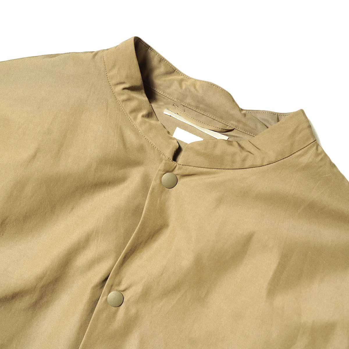 blurhms / Stand-up Collar Down Jacket (Khaki Beige) フロント