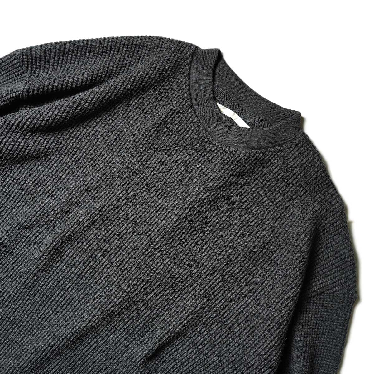 blurhms / Wool Cotton Big Waffle Crew-Neck (Heather Charcoal)ネック