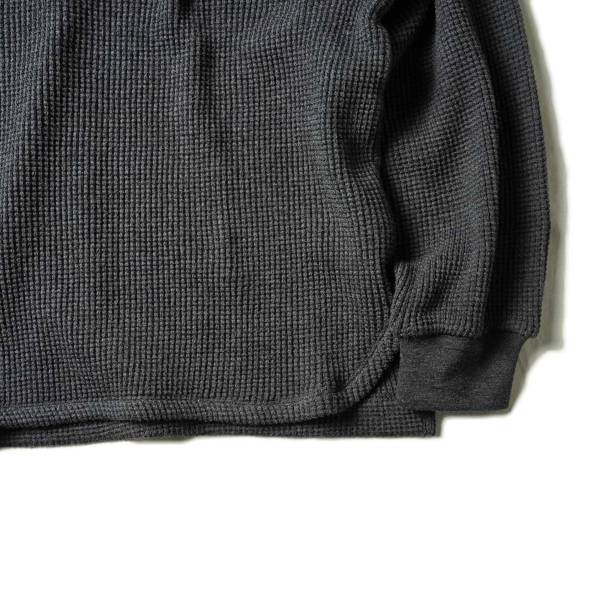 blurhms / Wool Cotton Big Waffle Crew-Neck (Heather Charcoal)裾、袖