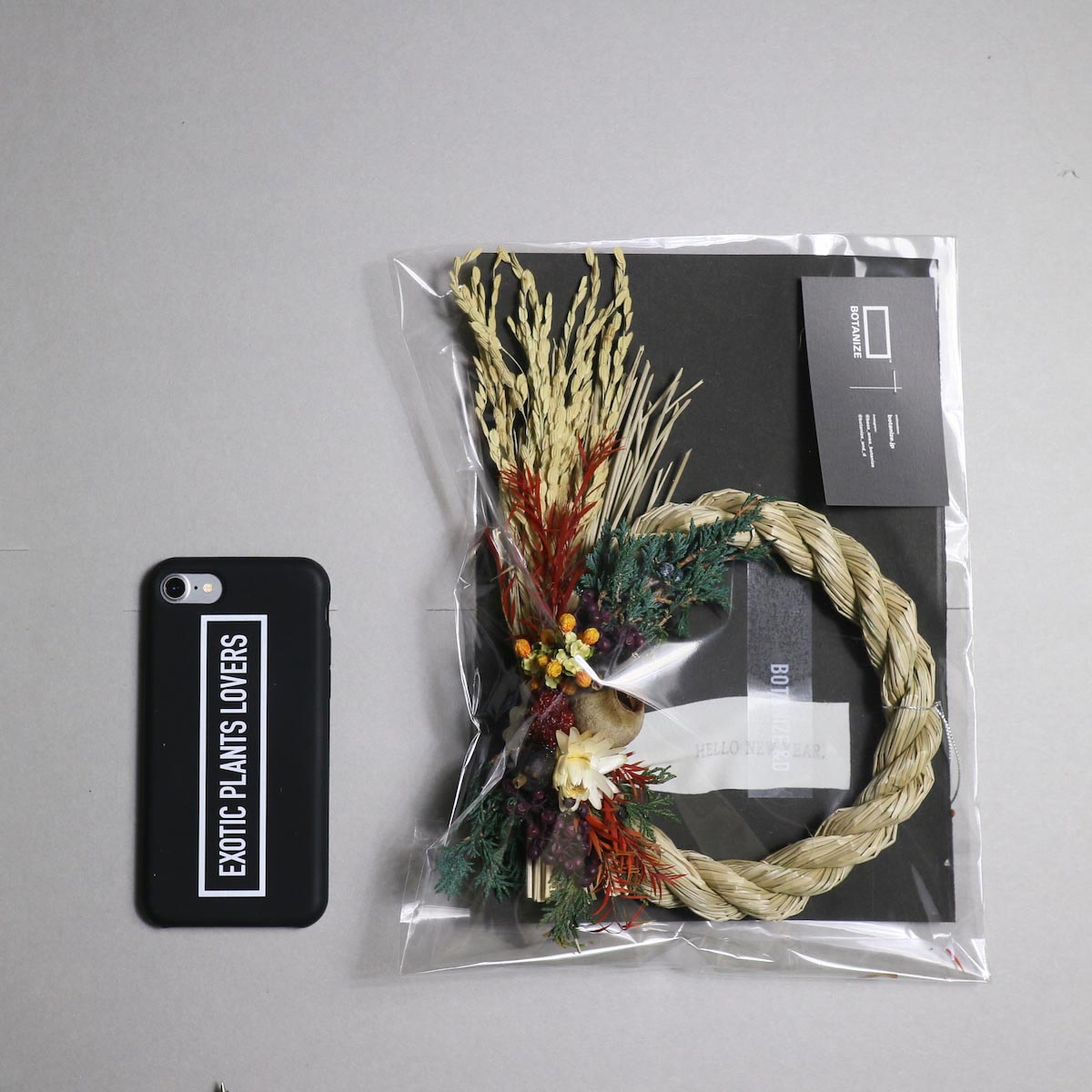 BOTANIZE&D / SHIMENAWA wreathe -XS- (typeA) サイズ感 (iphone7との比較)