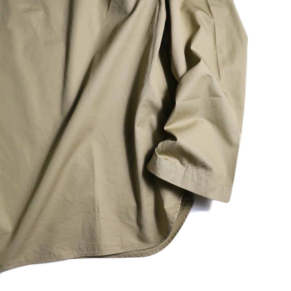 BRENA / Key Neck (Beige)袖、裾
