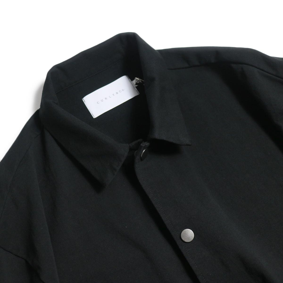 CURLY / Delight Coach Jacket -Black 襟元