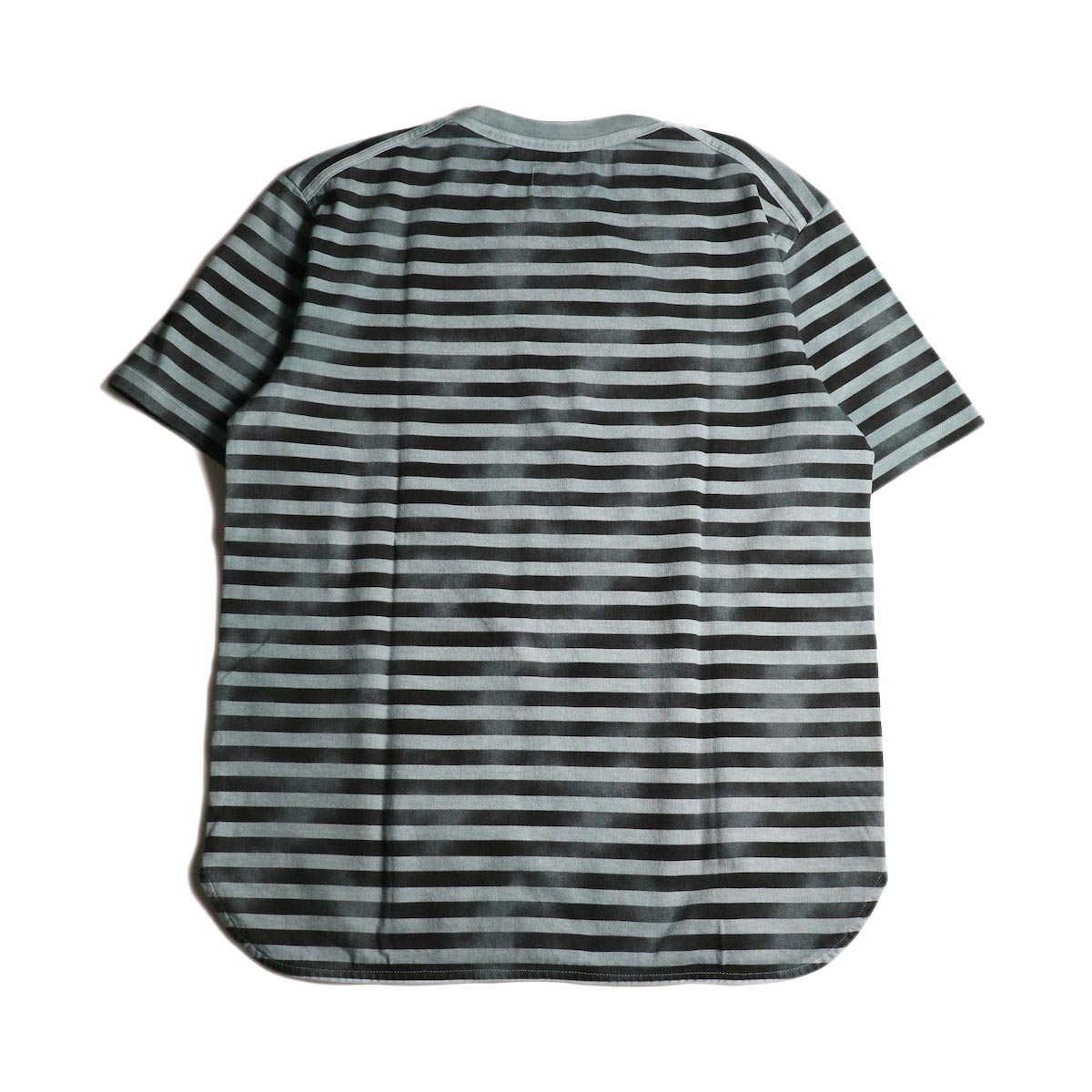 CURLY / FROSTED SS BORDER TEE (Blue/Black)背面