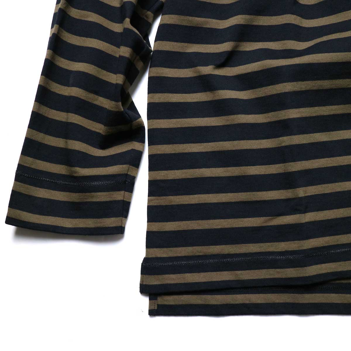 CURLY / SALFORD L/S BORDER TEE (Black / Olive)袖、裾スリット