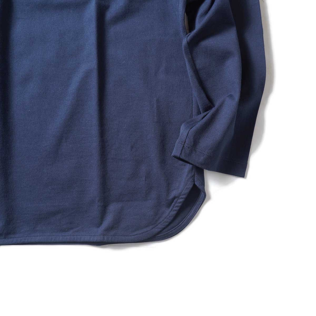 CURLY / ELS L/S CN TEE (Midnight Navy)裾、袖