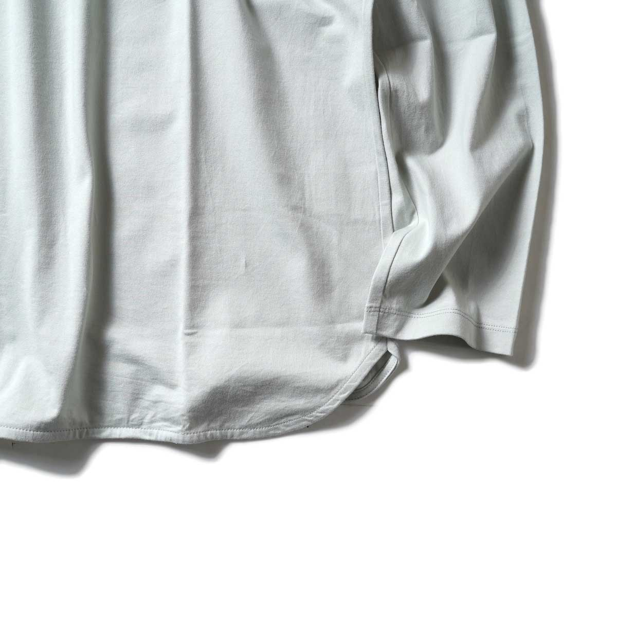 CURLY / ELS L/S CN TEE (Sage Green)裾、袖