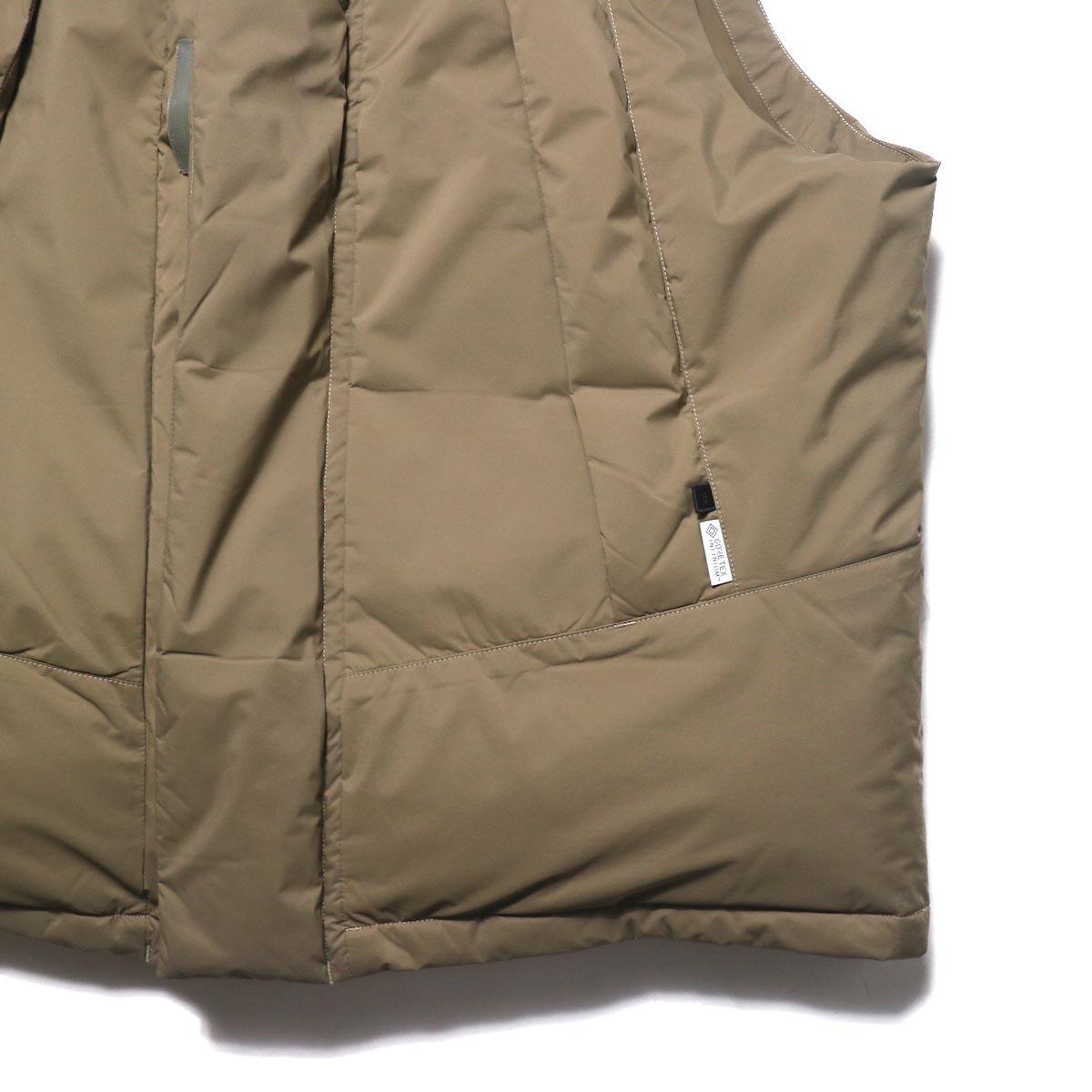 DAIWA PIER39 / GORE-TEX INFINIUM FIELD DOWN VEST (Grege)裾、ポケット
