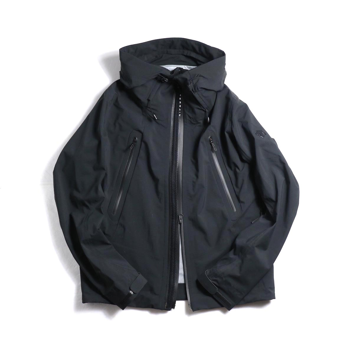 "DESCENTE ALLTERAIN / Hard Shell Jacket ""CREAS"""