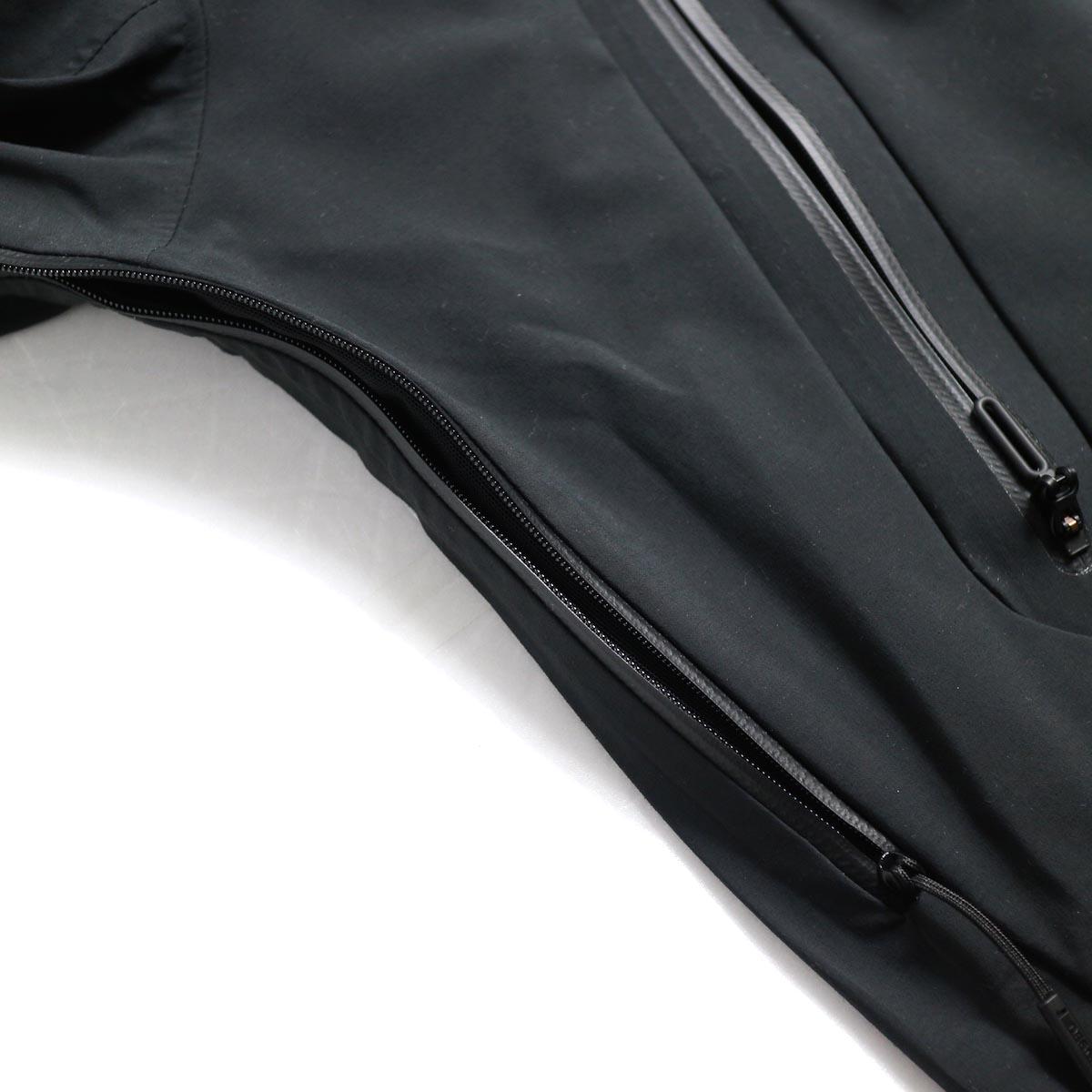 """DESCENTE ALLTERAIN / Hard Shell Jacket """"CREAS"""" 脇下ベンチレーション"""