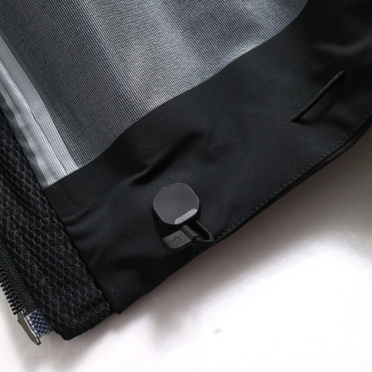 "DESCENTE ALLTERAIN / Hard Shell Jacket ""CREAS""  Cohaesiveコードロックシステム"