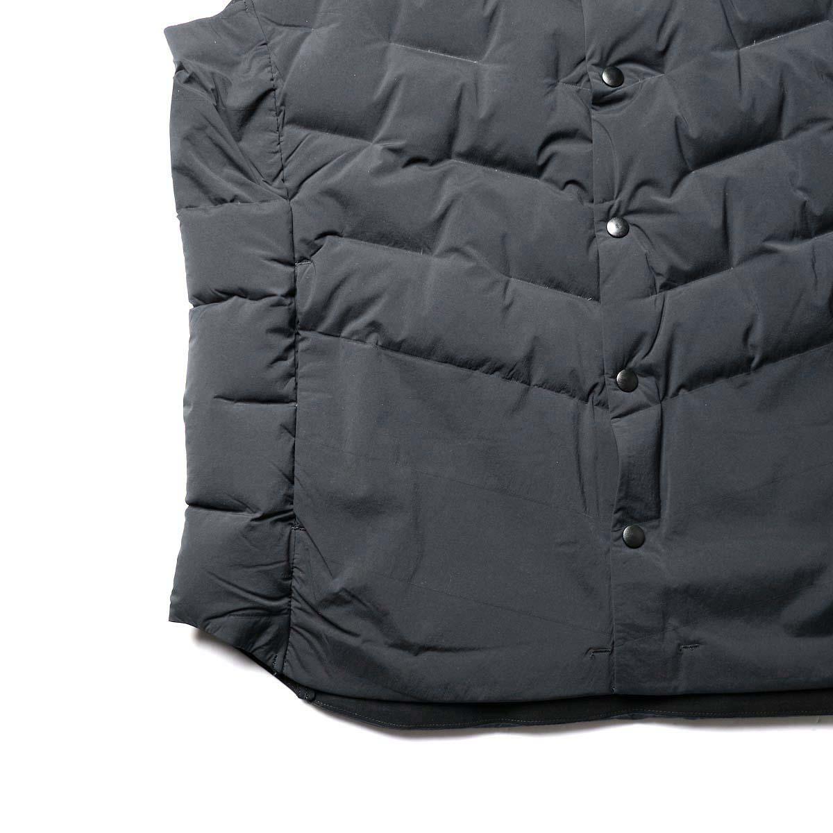 DESCENTE ALLTERAIN / D.I.S DOWN VEST (Black)裾、ポケット