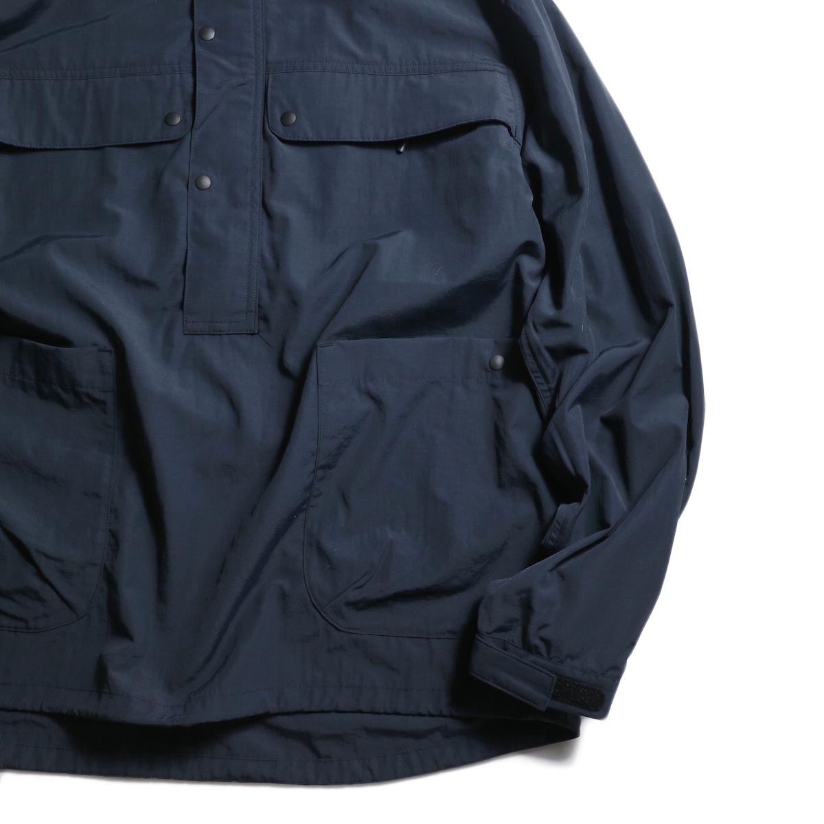 DESCENTE ddd /  PULLOVER JACKET (Black)袖、裾