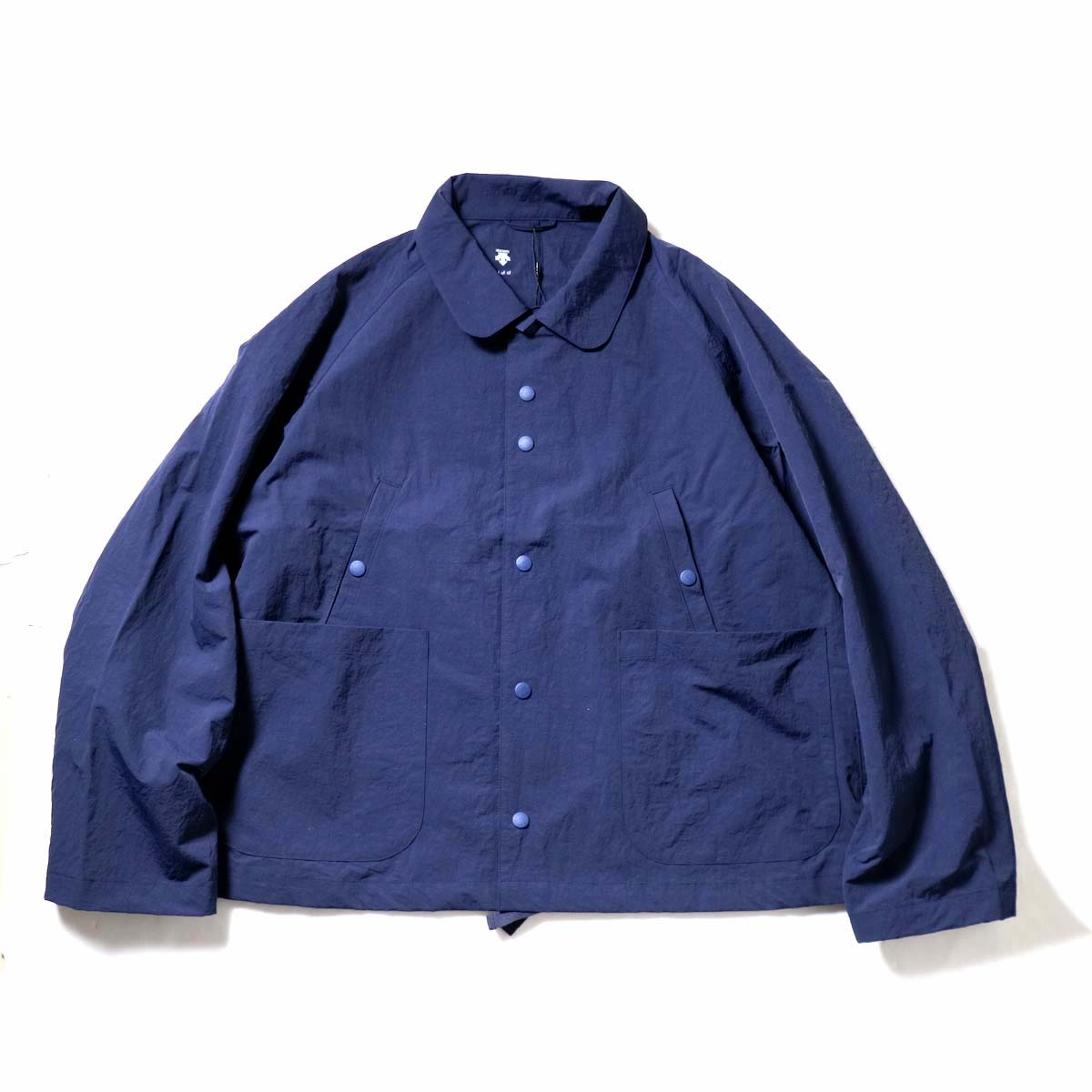 DESCENTE ddd / SWING COACH JACKET (Navy)正面