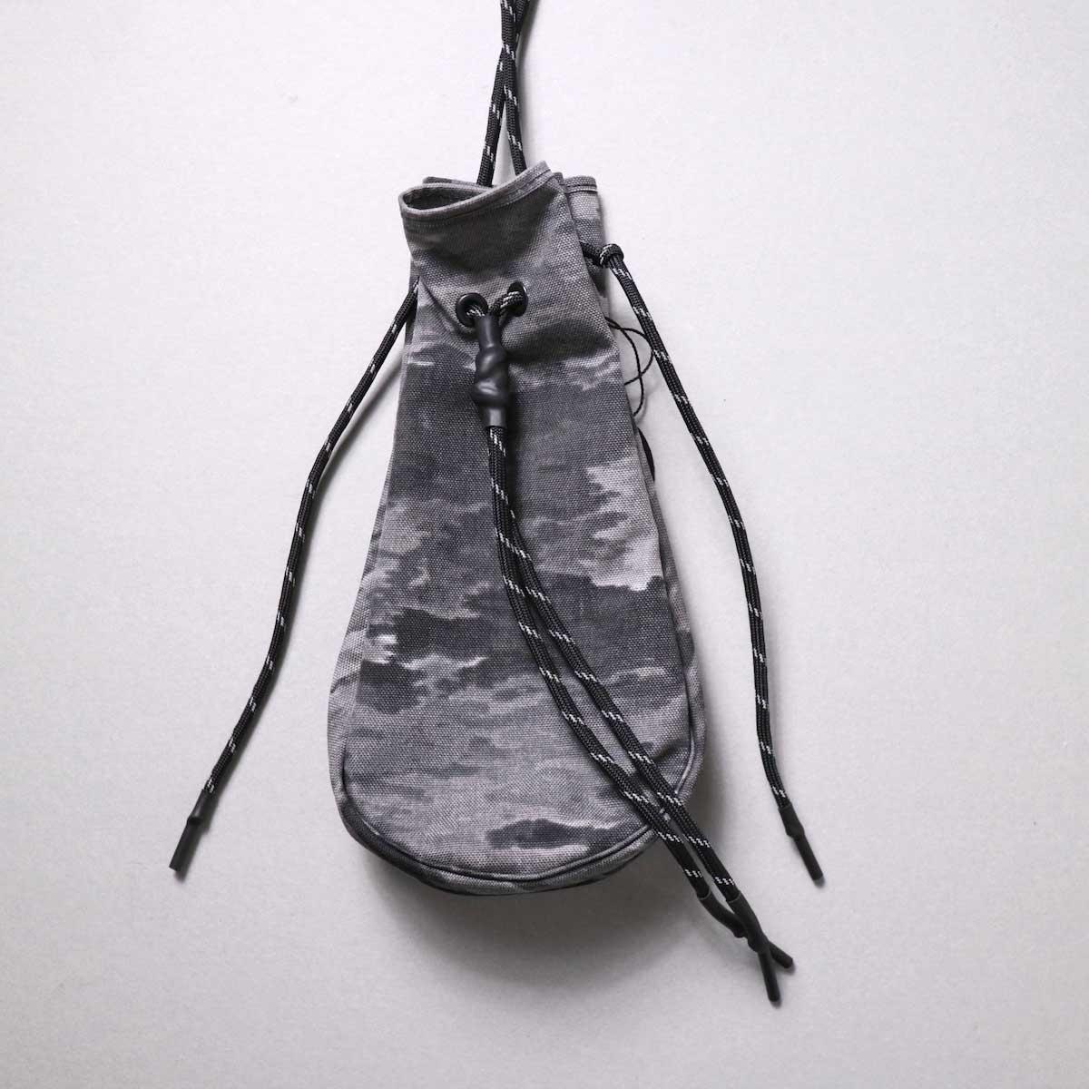吉岡衣料店 / drawstring bag -S-. (camo)(A)