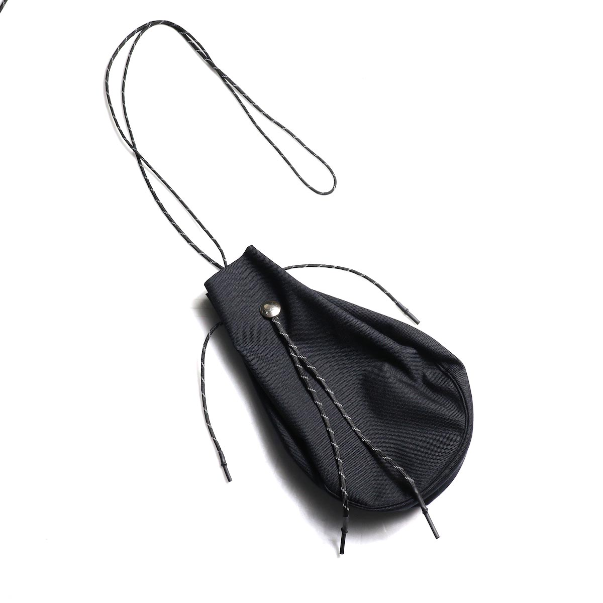 吉岡衣料店 / drawstring bag -L-. w/concho. (Black)