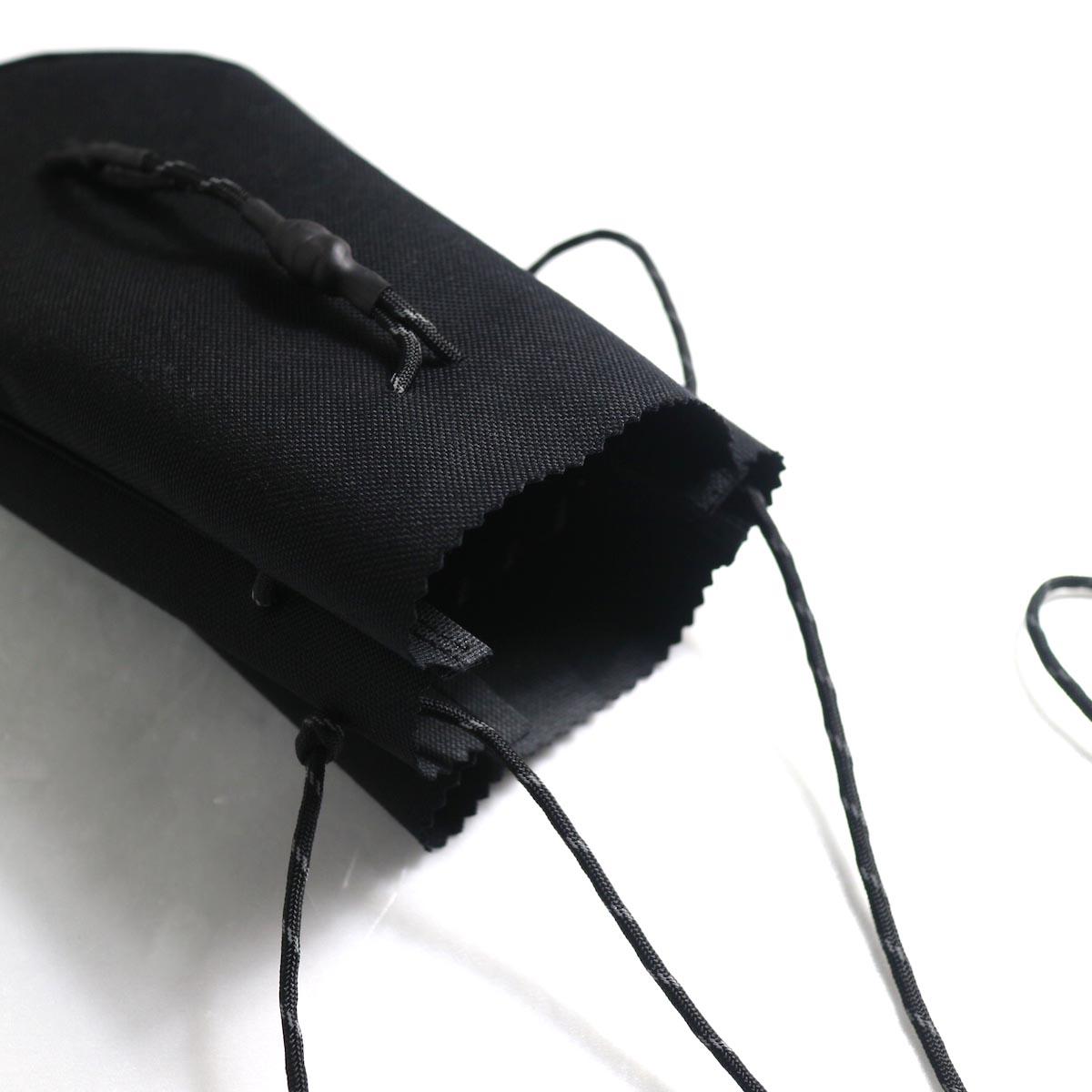 吉岡衣料店 / drawstring bag -S-. (Black)開口部