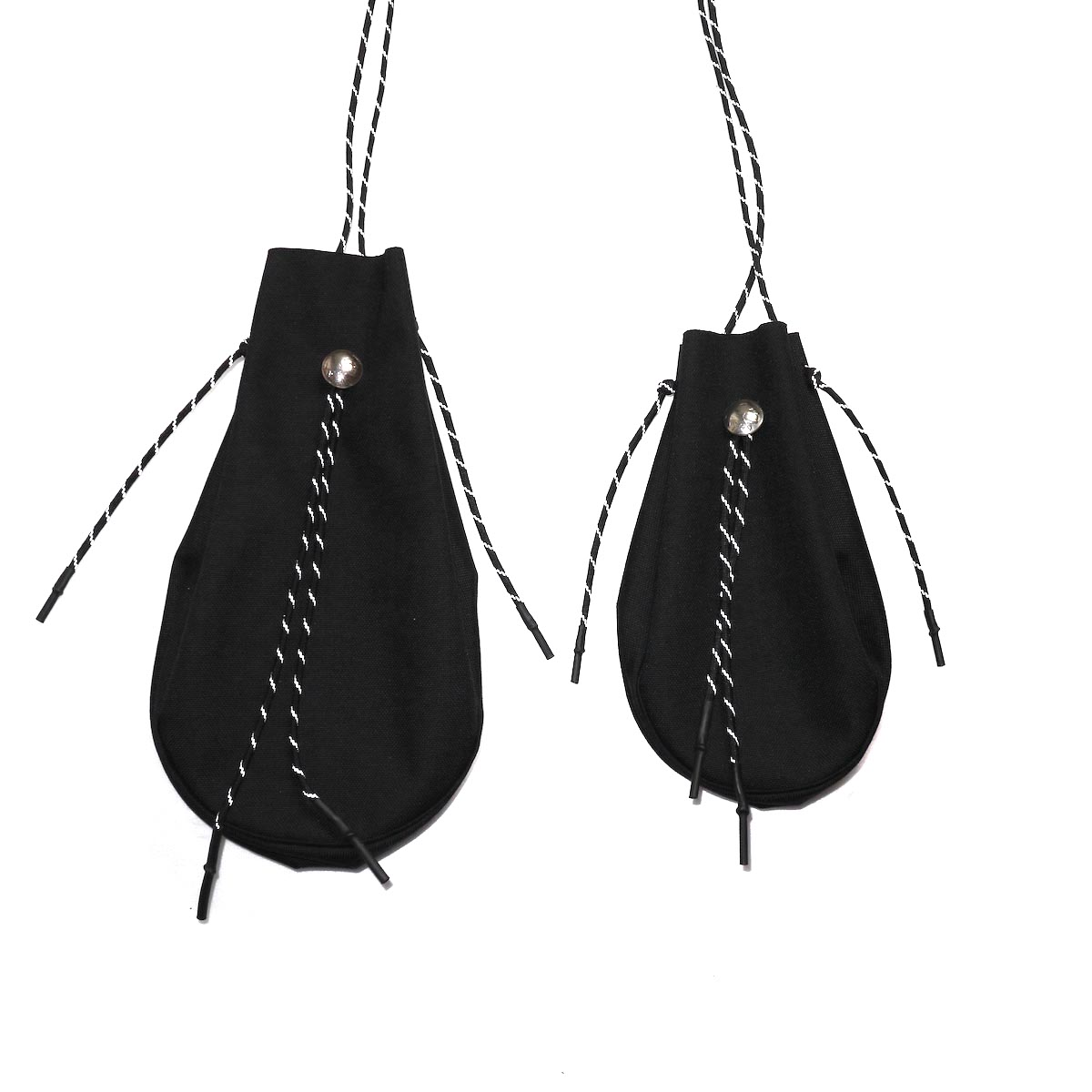 吉岡衣料店 / drawstring bag -S-. w/concho. (Black) LとSの比較