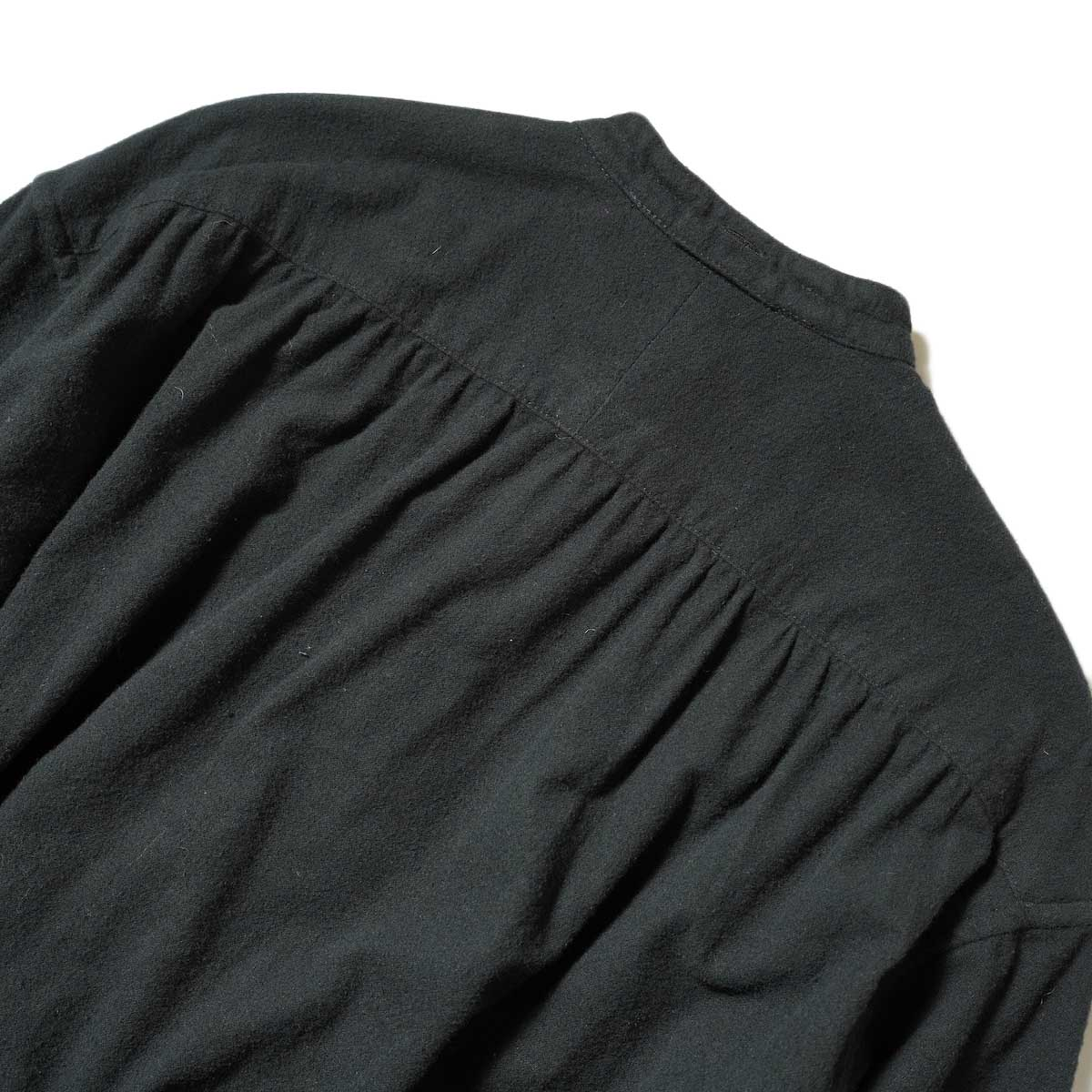 Engineered Garments / Banded Collar Dress (Black Solid Cotton Flannel) 背面アップ