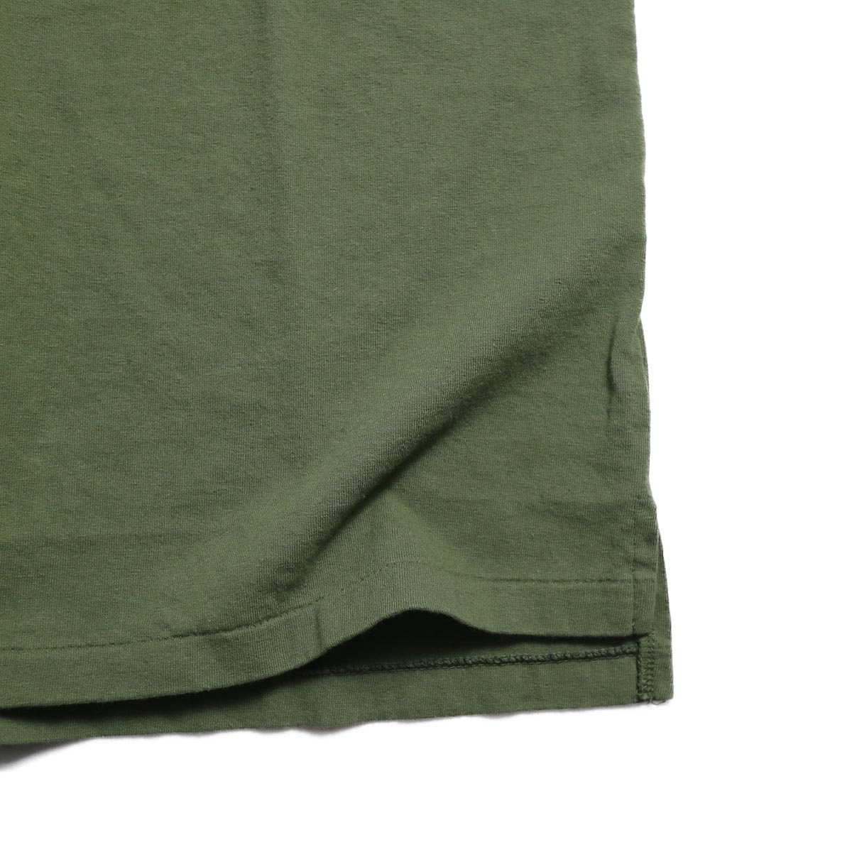 ENGINEERED GARMENTS Workaday / Crossover Neck Pocket Tee -Olive スリット