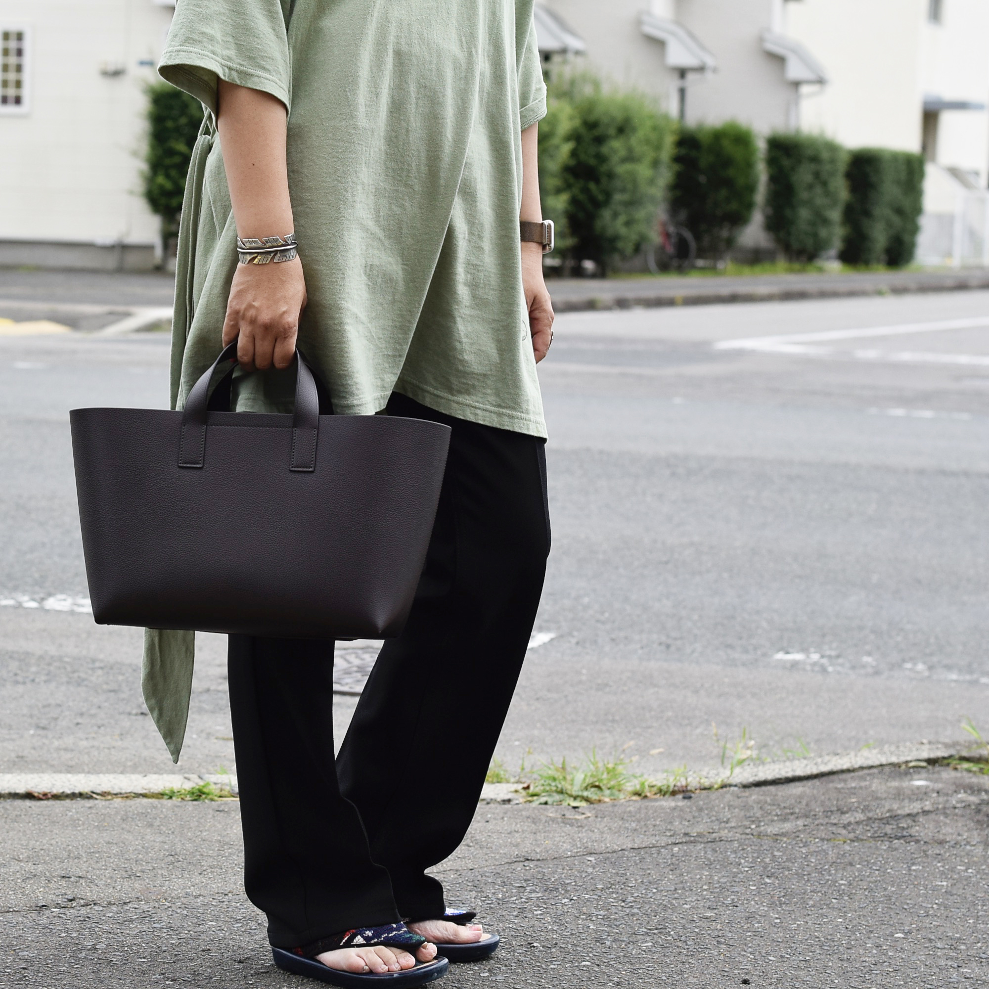 foot the coacher / Leather tote-S (DARK BROWN)着用