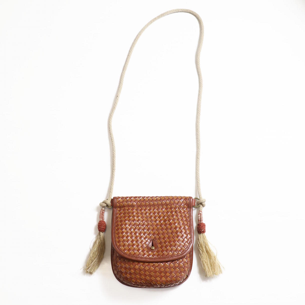 FUMIKA UCHIDA / GOAT LEATHER WOVEN ROPE TASSELE SHOULDER POCKET-BRONW