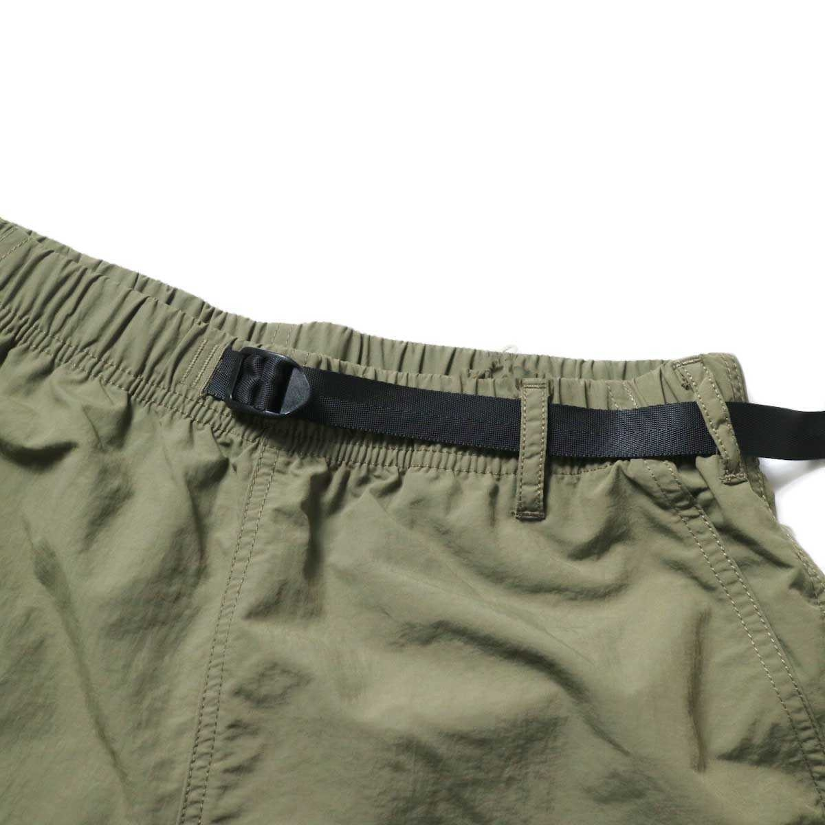 GRAMICCI / SHELL PACKABLE SHORTS (Ash Olive)ウエスト
