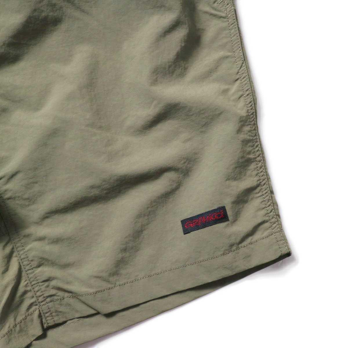 GRAMICCI / SHELL PACKABLE SHORTS (Ash Olive)左裾ビスネーム