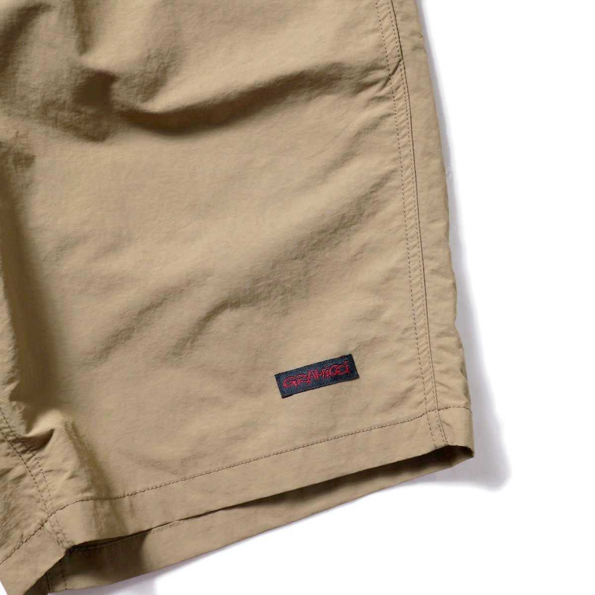 GRAMICCI / SHELL PACKABLE SHORTS (Tan)左裾ビスネーム