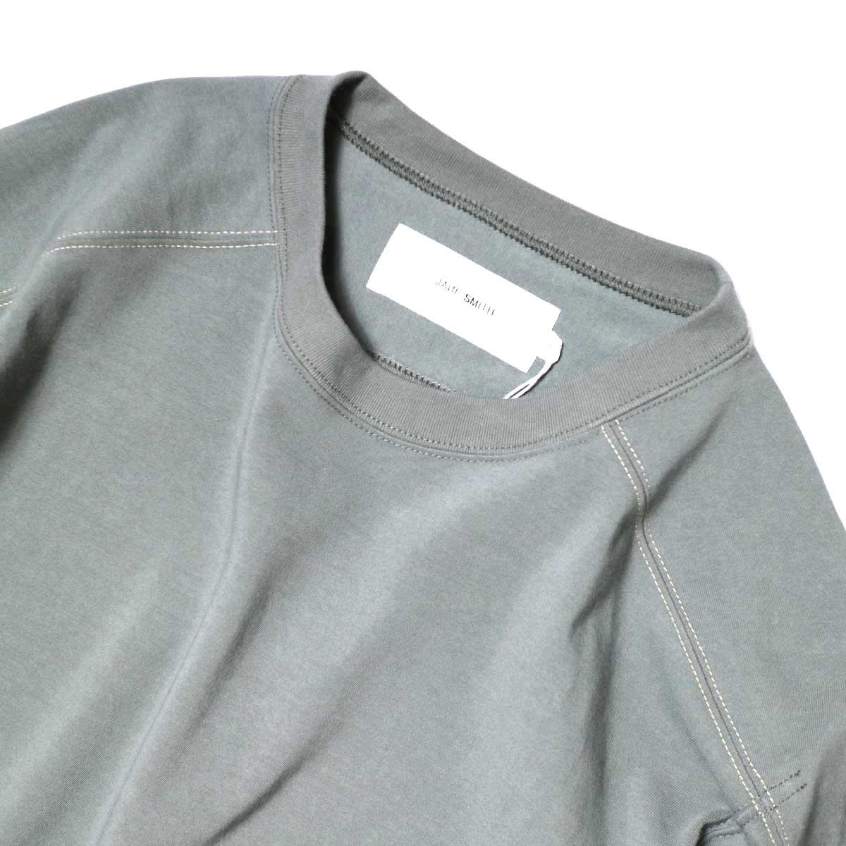 JANE SMITH / CLASSIC FOOTBALL T-SHIRT (Sage Green) 襟