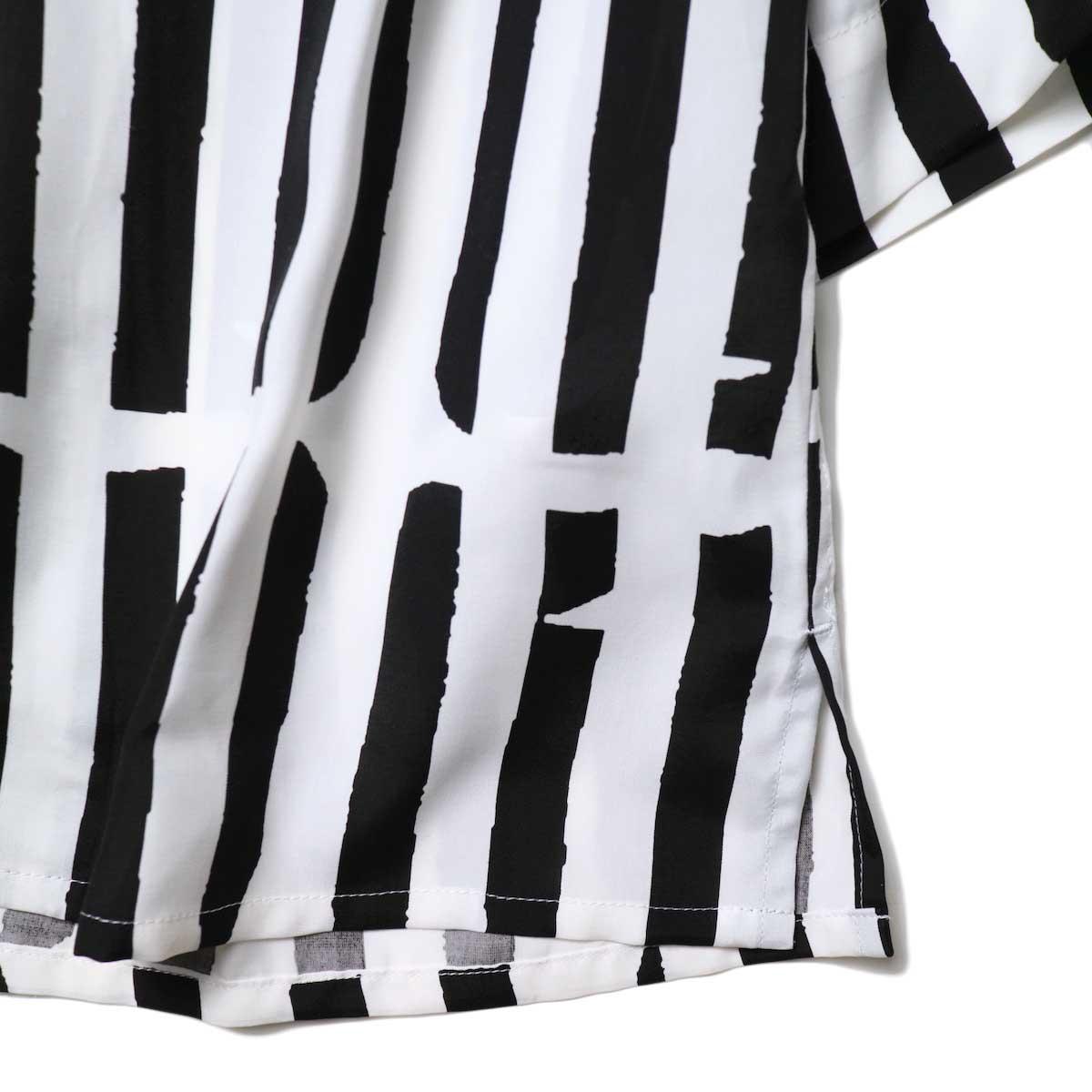 JANE SMITH / OPEN COLLAR SHIRTS S/S (White Black) 裾・スリット