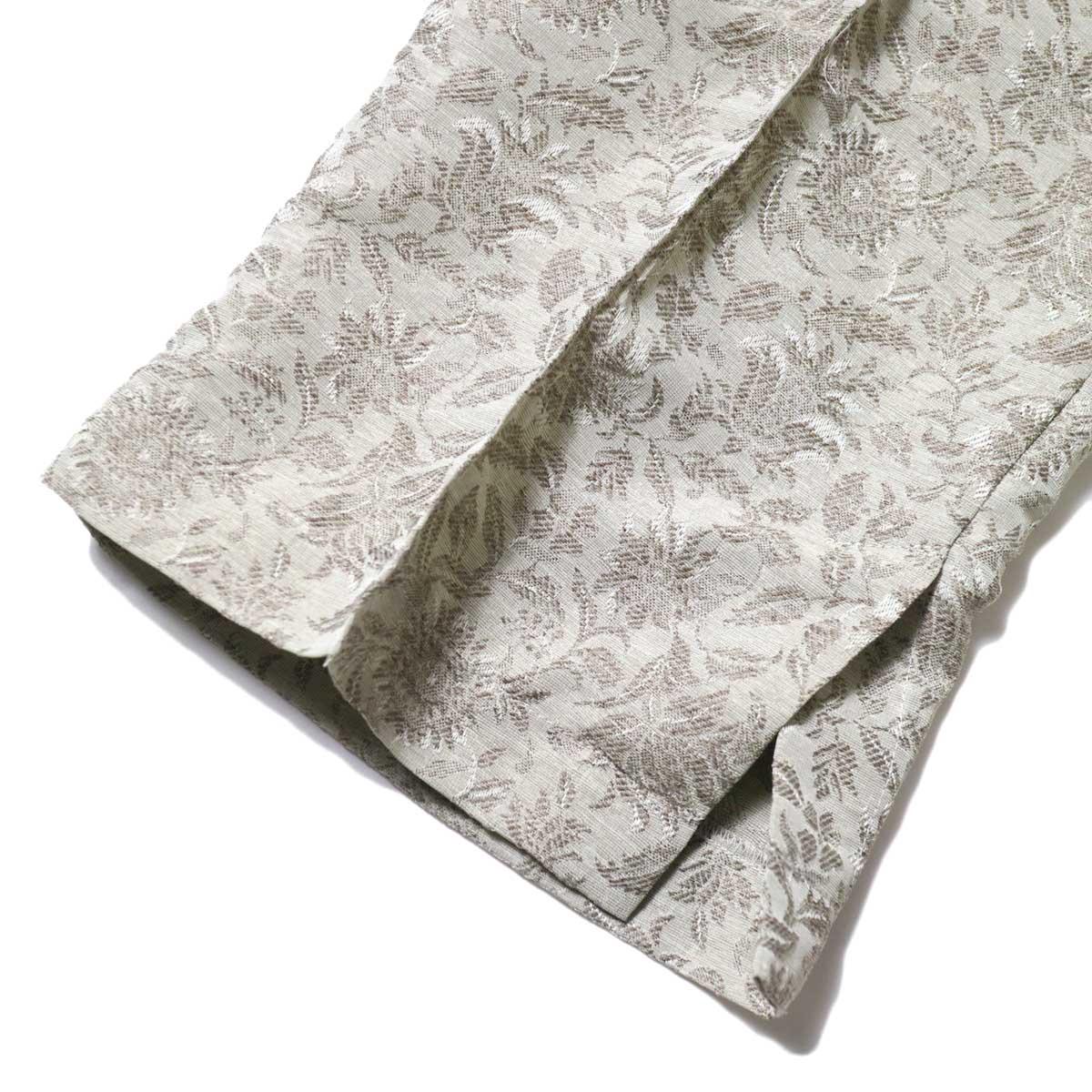 KHA:KI / JAQUARD PANTS (Grayge) 裾・スリット