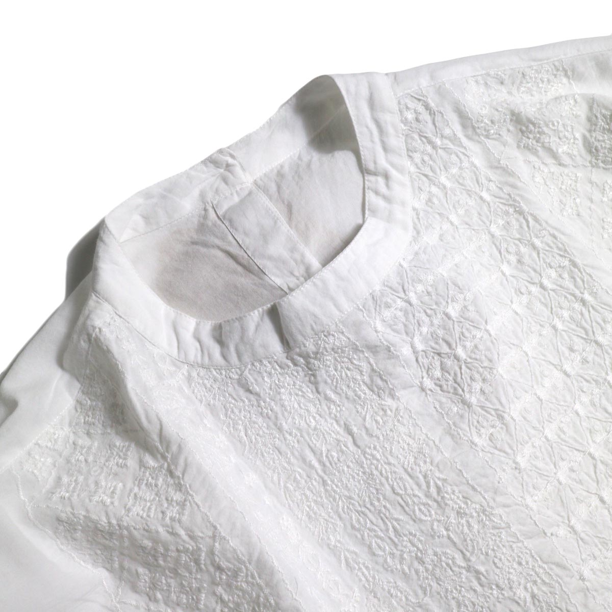 maison de soil / BACK OPENING STAND COLLAR SHIRTS(WHITE)襟